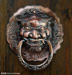 aldrava em forma de tigre, com a inscrição 福 fú [felicidade].